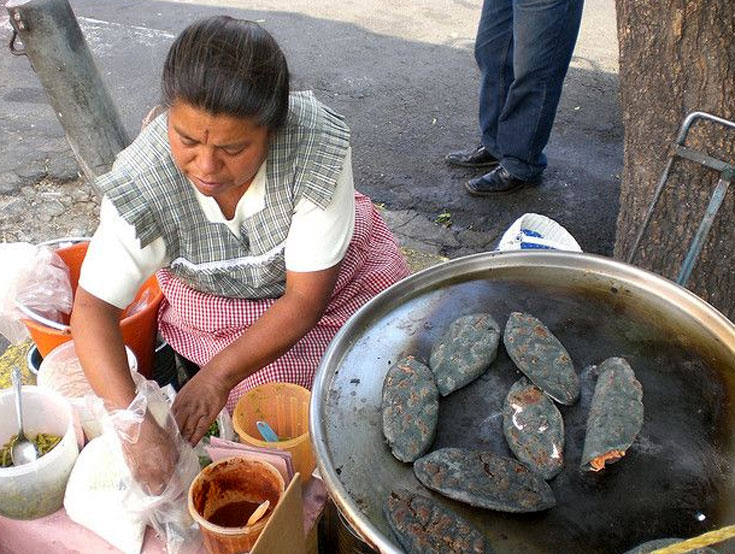 07-1--tlacoyos-cooking